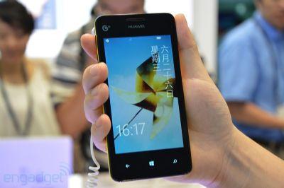Ecco l' Ascend W2 di Huawei in una prima foto ufficiale