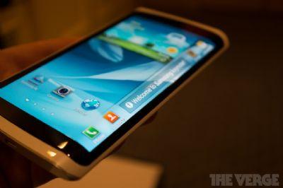 Samsung: per il note 4, si pensa ad uno schermo avvolgente